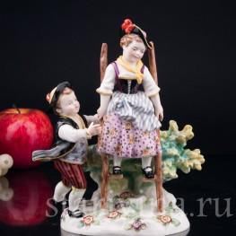 """Антикварная фарфоровая статуэтка """"На ходулях"""", играющие дети, Karl Ens, Германия, кон. 19 в."""